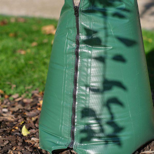 Baumbewaesserungssack-TreeBuddy-original-anwendung-detail